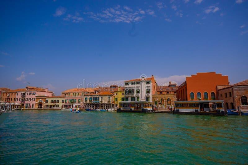 MURANO,意大利- 2015年6月16日:Murano市,传统arquitecture壮观的看法从海的 免版税库存照片
