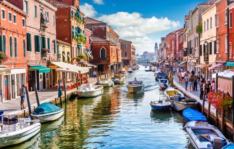 Murano de la isla en la opinión de Venecia Italia imagen de archivo libre de regalías