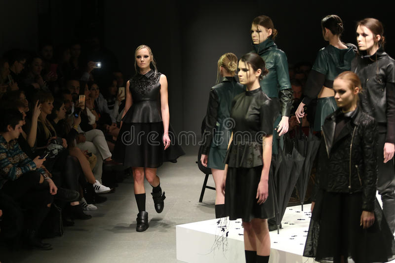 Murat Aytulum Catwalk in Mercedes-Benz Fashion Week Istanbul fotografie stock