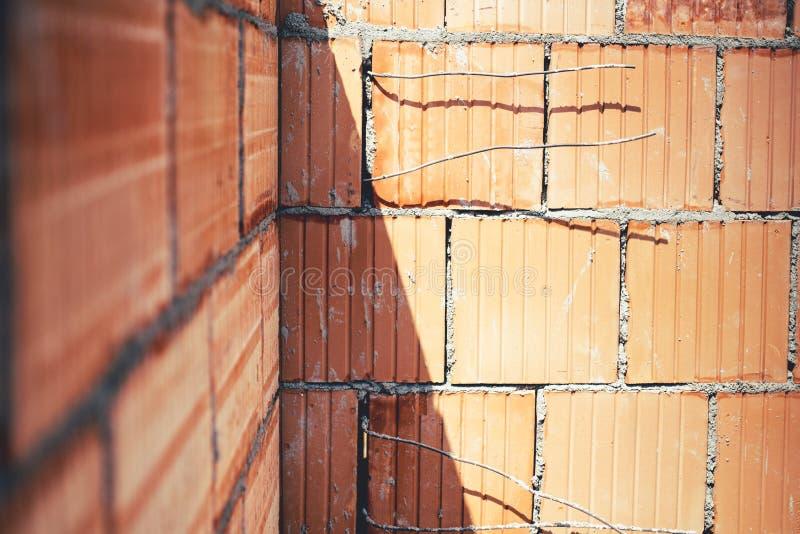 Muratura cantiere con le pareti esterne dettagli di for Cantiere di costruzione