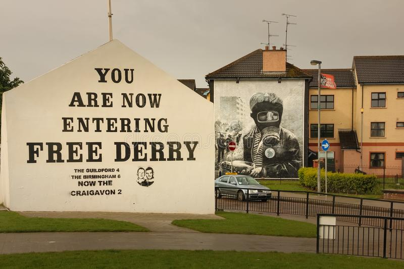 muraux Derry Londonderry Irlande du Nord Le Royaume-Uni image libre de droits