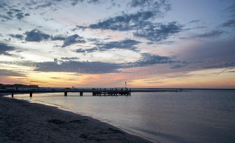 Murchison-Fluss-Anlegestelle bei Sonnenuntergang stockfotografie
