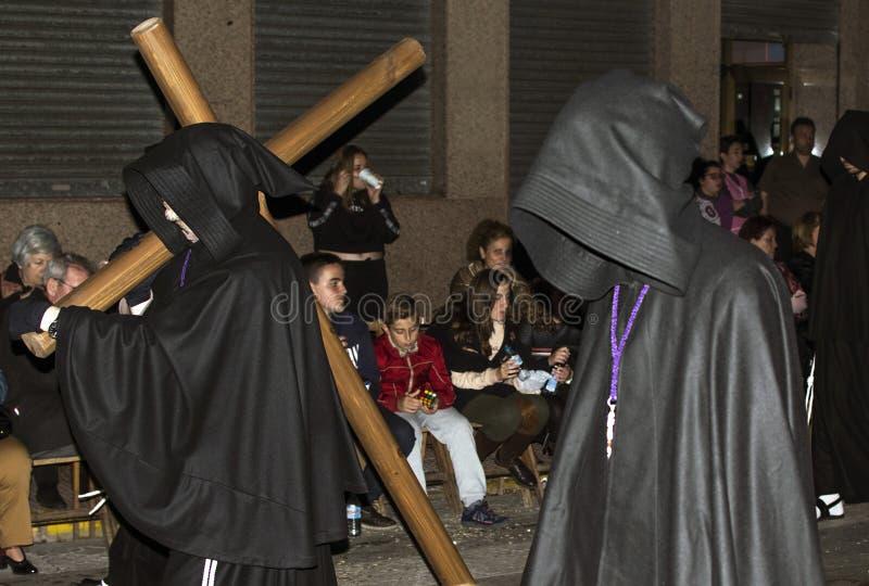 Murcia, Spanje, 19 April, 2019: Nachtoptocht van stilte tijdens de Heilige Week op de straten van Murcia royalty-vrije stock foto