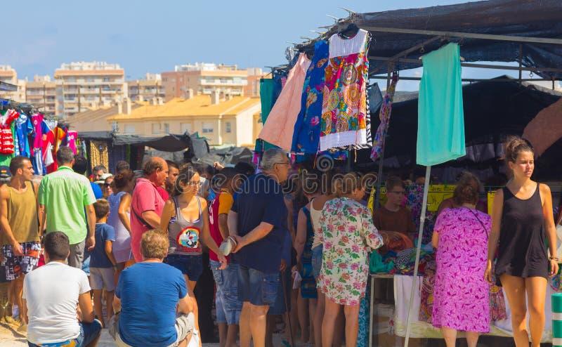 Murcia, Spanje 23 Augustus, 2014: De typische overvolle som van de marktstraat stock afbeeldingen
