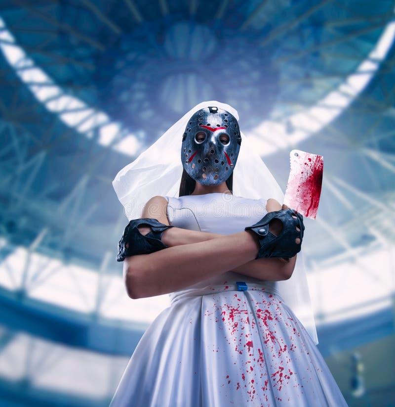 Murederer in vestito da sposa con la mannaia di carne fotografia stock