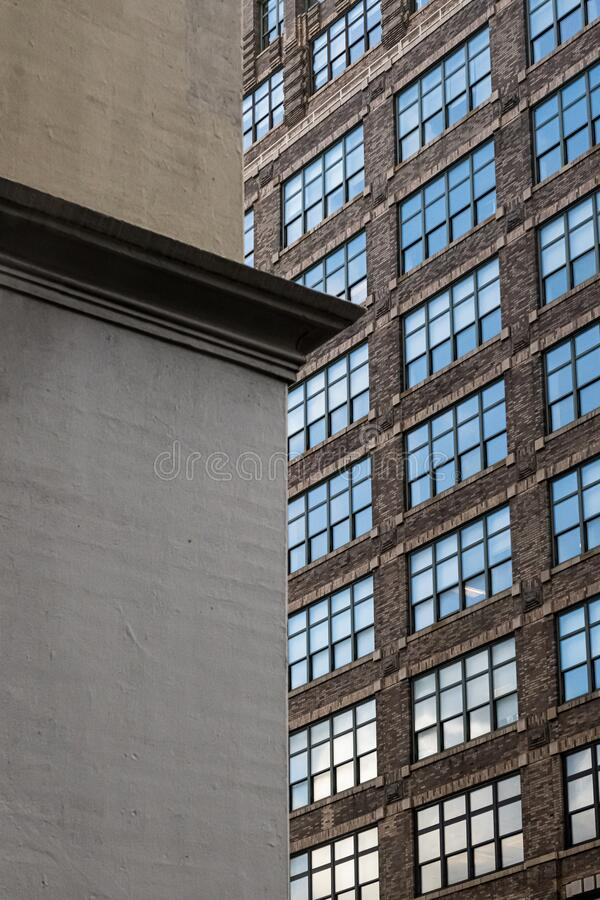 Muren och Windows royaltyfri bild