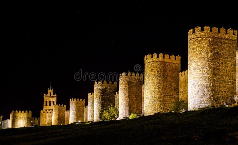 Muren van Avila Spanje, nacht stock afbeeldingen