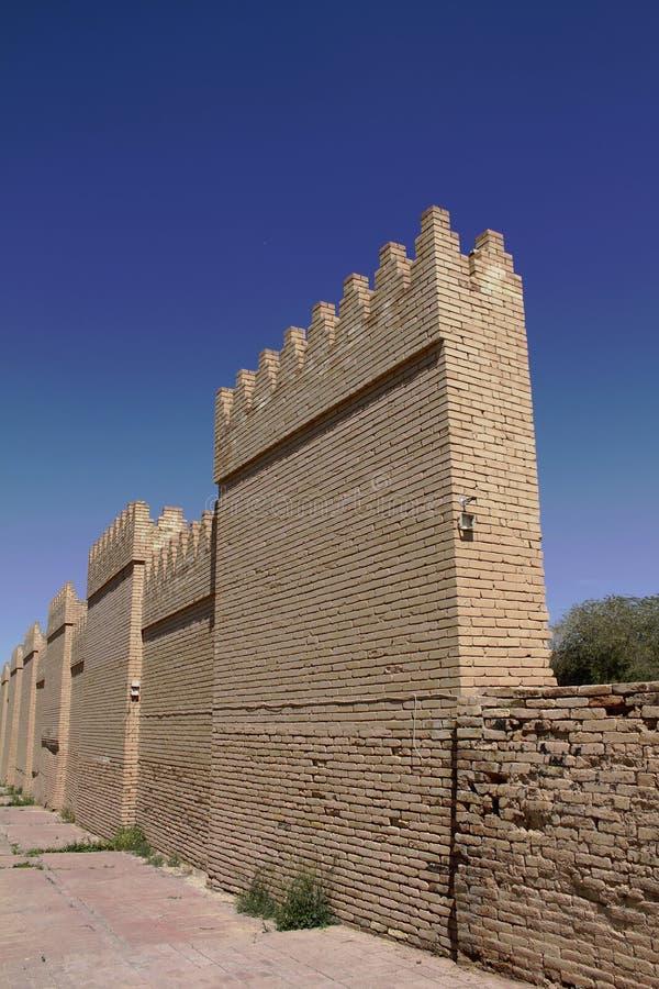 Muren van Babylon in Irak stock afbeeldingen