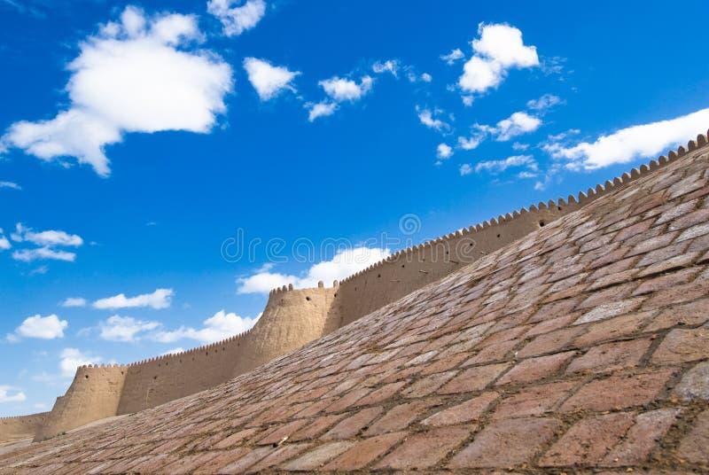 Muren van een oude stad van Khiva, Oezbekistan stock afbeeldingen