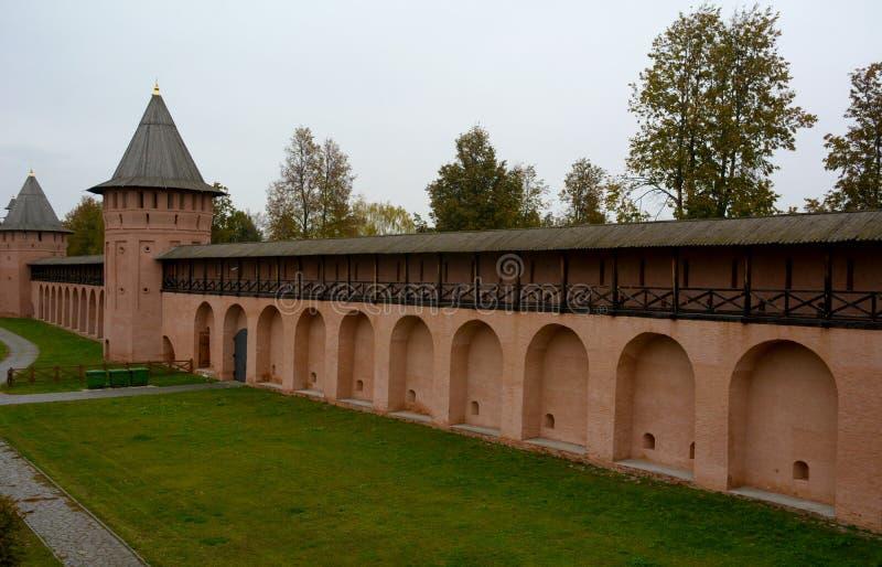 Muren van Klooster spaso-Evfimiyevsky in Suzdal-Stad stock afbeelding