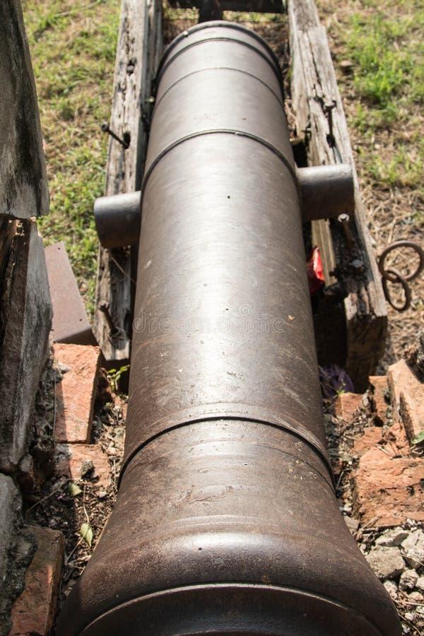 Muren van oud kanon stock fotografie