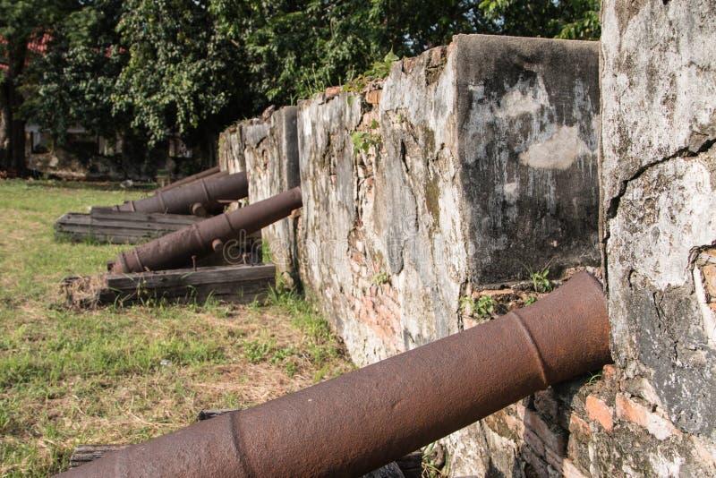 Muren van oud kanon stock foto's