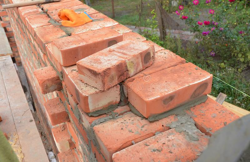 Mureri murverk Murerispetsar Hur man bygger en tegelstenvägg royaltyfri fotografi