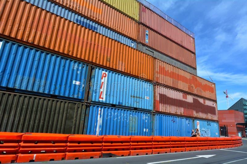 Muri di sostegno del container Christchurch - in Nuova Zelanda fotografia stock libera da diritti