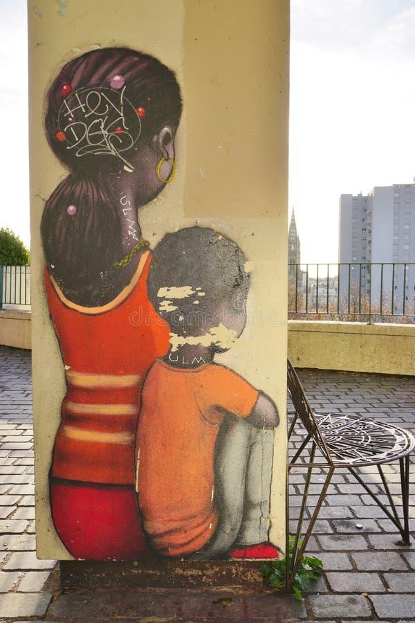 Muri le pitture murale dall'artista francese famoso Seth Globepainter (Julien Malland) della via al Parc de Belleville a Parigi immagini stock libere da diritti