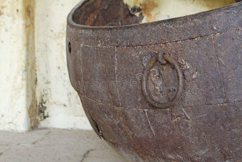 murken urn för brons arkivfoto