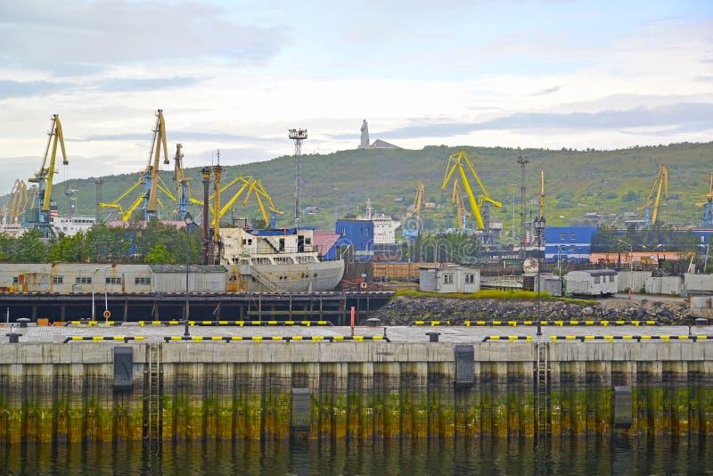 Murmansk kommersiell hamnstad i Ryssland arkivbilder