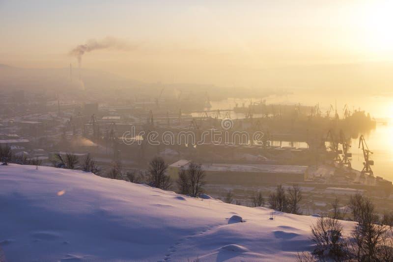 Murmansk miasta widok wieczór gór s zmierzchu ural zima obraz royalty free