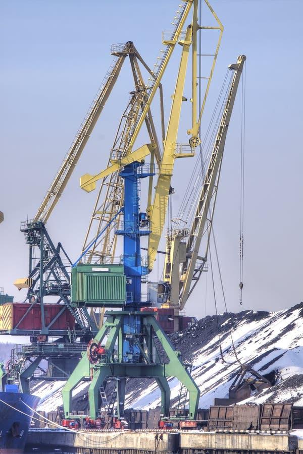 Murmansk, zima, opad śniegu Denny ładunku port obraz royalty free