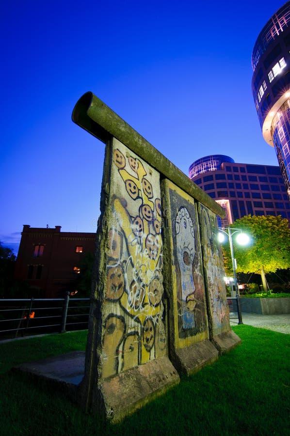 Muro de Berlín en la noche foto de archivo libre de regalías