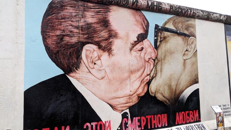 Muro de Berlín de la galería de la zona este imágenes de archivo libres de regalías
