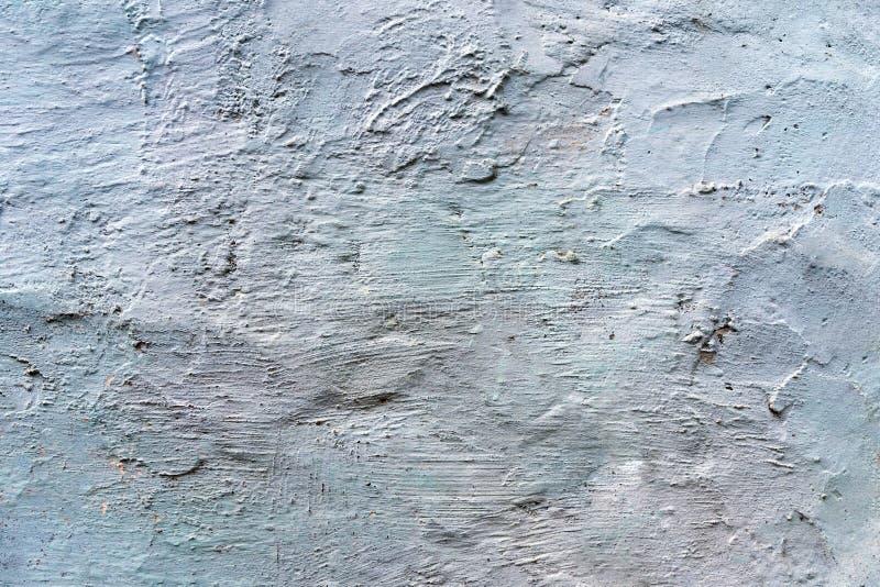 Muro de cemento agrietado gris cubierto con textura gris del cemento como fondo fotos de archivo