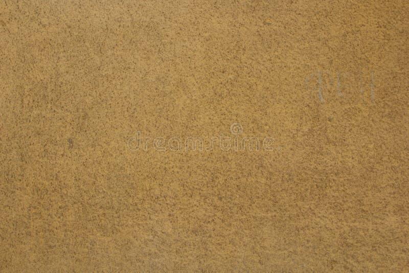 Muro de cemento agrietado pintado viejo Fondo de Brown textura de la pared matada fotos de archivo libres de regalías