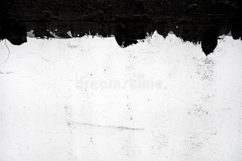 Muro de cemento con los goteos del alquitrán foto de archivo