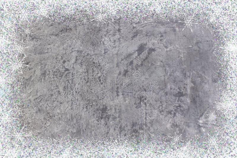 Muro de cemento o piso sucio como textura del fondo extracto con las escamas de la nieve La Navidad Año Nuevo tapa imagenes de archivo