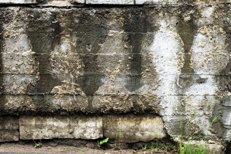 Muro de cemento viejo, con las siluetas imágenes de archivo libres de regalías
