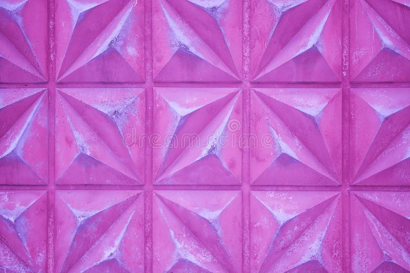 Muro de cimento cor-de-rosa do fundo com uma textura triangular fotografia de stock royalty free
