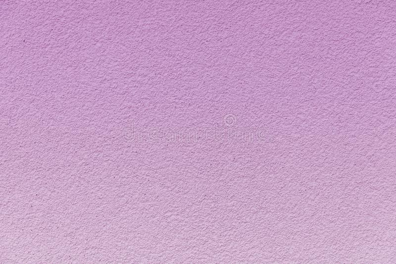 Muro de cimento pintado em um inclinação cor-de-rosa delicado imagem de stock royalty free
