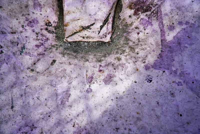Muro de cimento vívido ultravioleta da cor, superfície de pedra imagens de stock