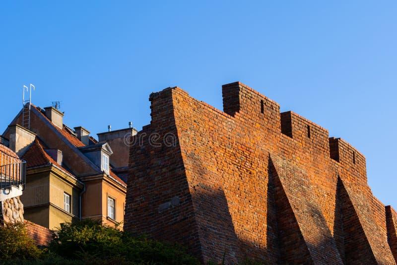 Muro De La Ciudad Defensivo Con Colchones En Varsovia fotos de archivo