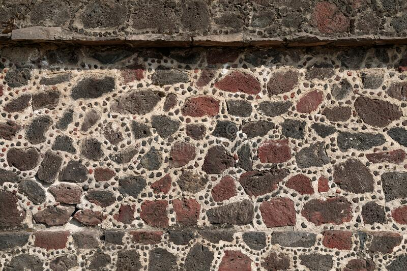 Muro de pedra da pirâmide aztec, Teotihuacan, México imagens de stock