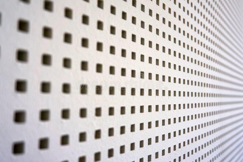 muro del suono perforato quadrato immagini stock