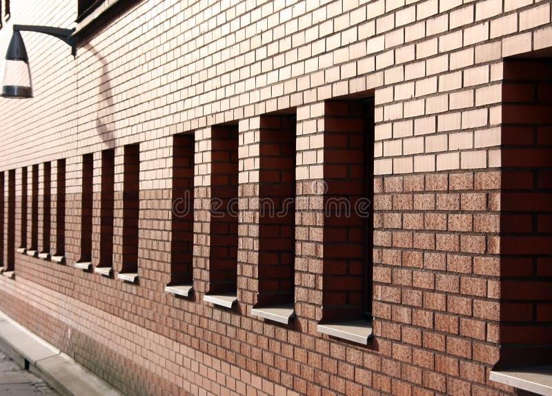 Muro di mattoni immagine stock immagine di casa finestra for Costo di costruzione casa di mattoni