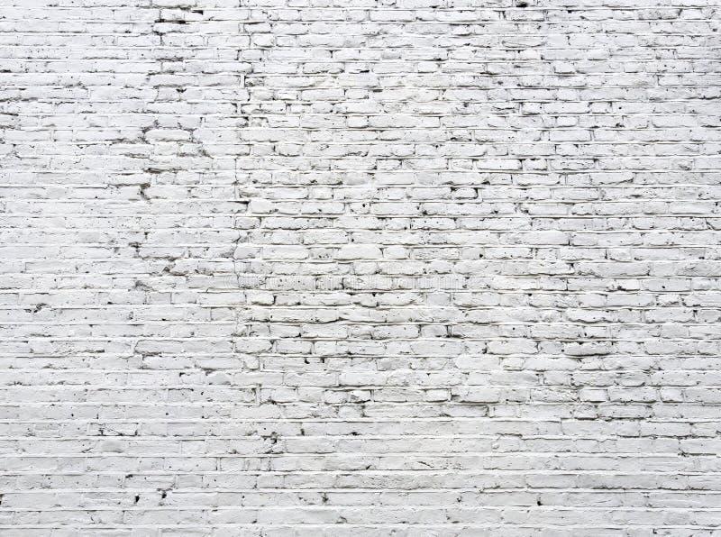 Muro di mattoni bianco incrinato fotografia stock libera da diritti