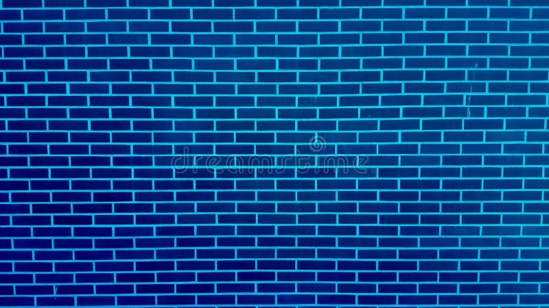 Muro di mattoni blu con struttura del fondo della pittura della sbucciatura immagini stock libere da diritti