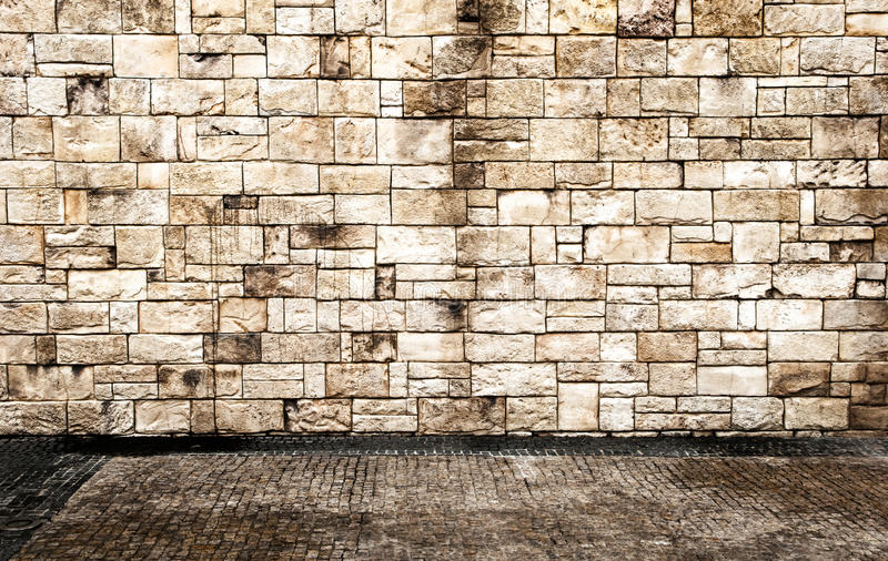 Muro di mattoni con il pavimento immagini stock libere da diritti