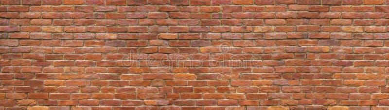 Muro di mattoni di panorama, una vasta banda della superficie della muratura immagine stock