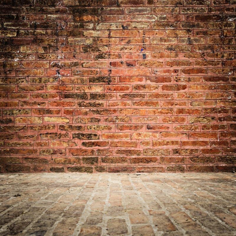 Muro di mattoni e pavimento con la scenetta immagine stock