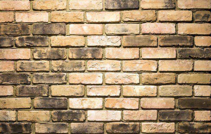 Muro di mattoni giallo vibrante come immagine di sfondo fotografie stock libere da diritti