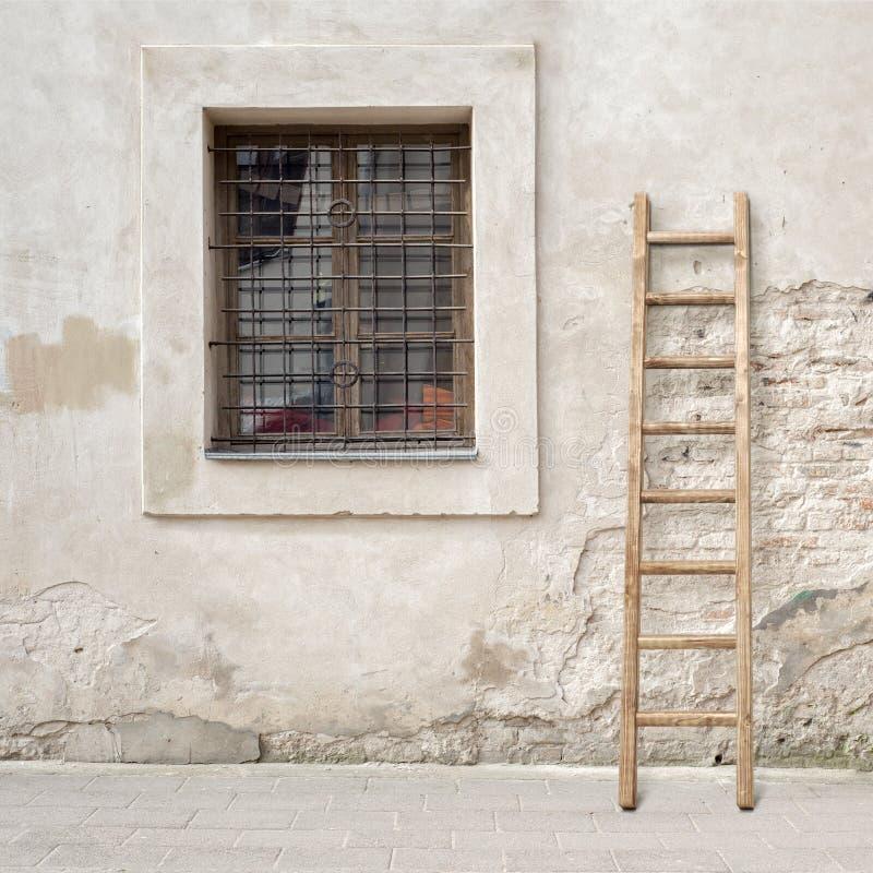 Muro Di Mattoni Incrinato Abbandonato Con Una Finestra E ...