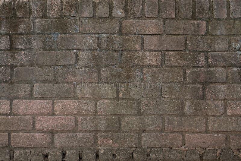 Muro di mattoni marrone rosato Grungy fotografia stock