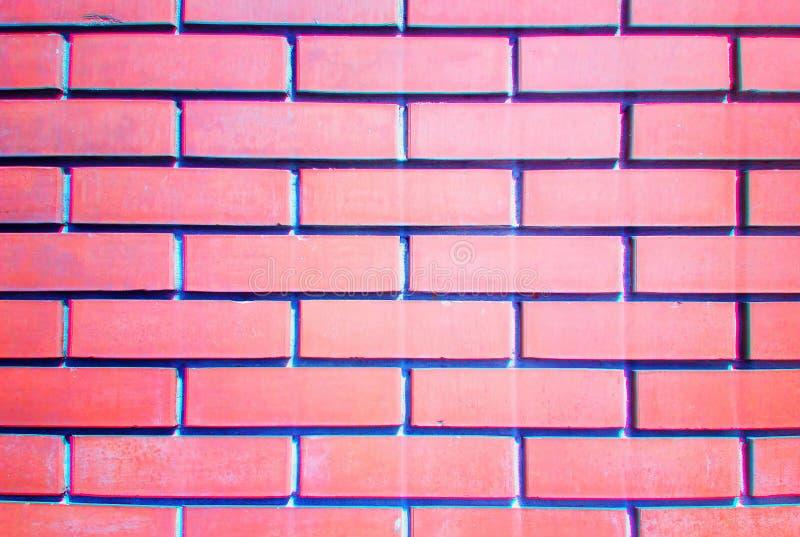 Muro di mattoni rosso con il retro fondo cromatico di aberrazioni fotografia stock