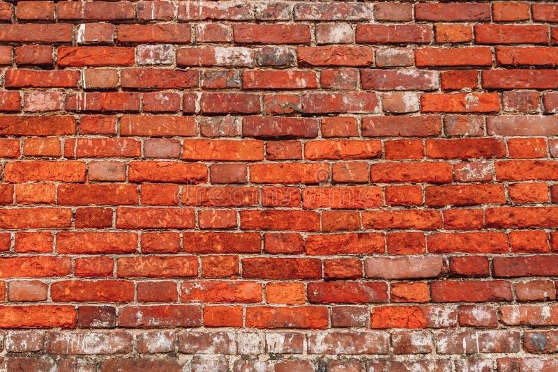 Muro di mattoni scheggiato immagini stock libere da diritti