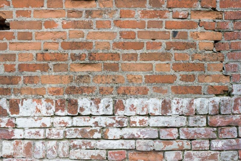 Muro di mattoni, vecchia struttura dei blocchi di pietra rossi Fondo fotografia stock