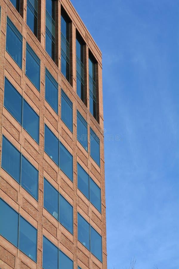 Muro e cielo azzurro per edifici a Portland, Oregon fotografia stock