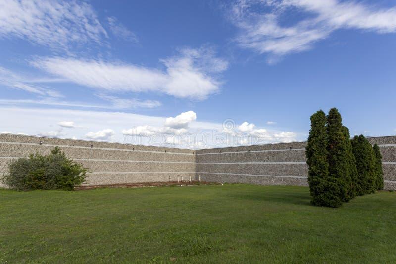 Muro reconstruído de Gorsium-Herculia, aldeia do Império Romano em Tac, Hungria foto de stock royalty free
